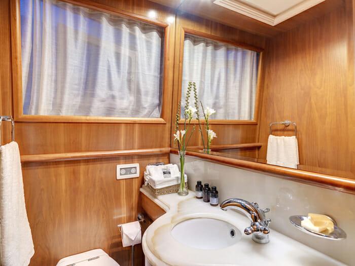 Aimilia VIP Bathroom
