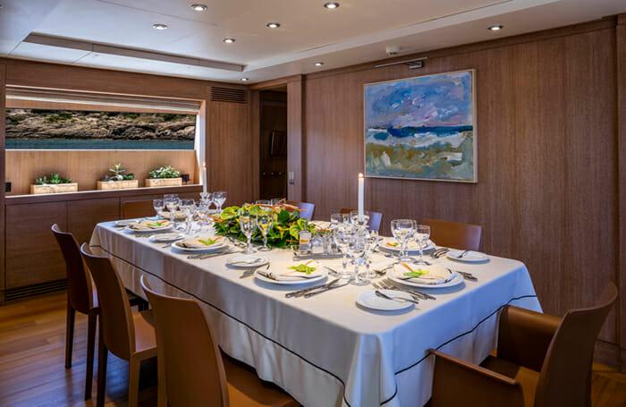 Alexia AV Dining