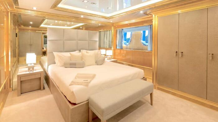 Andiamo 195 Guest Cabin 3