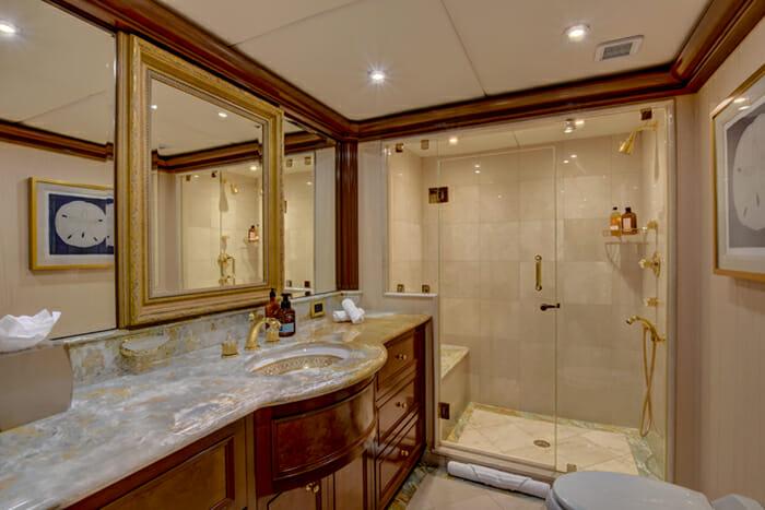 Aquasition twin bathroom