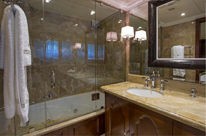 Bacchus King Bathroom