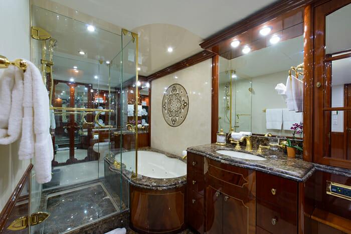 Bella Contessa Master Bathroom