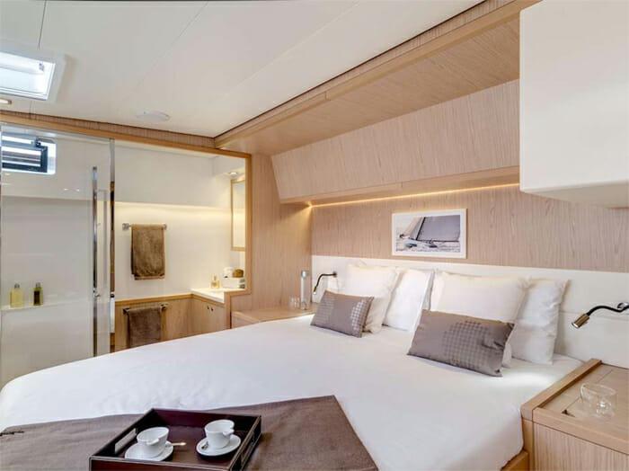Catamaran Blue Moon - queen cabin 2