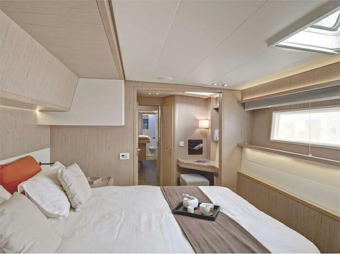 Catamaran Blue Moon - queen cabin