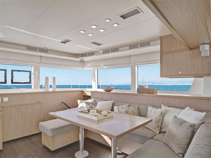 Catamaran Blue Moon - salon dining