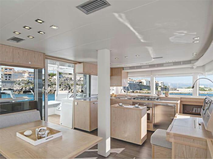 Catamaran Blue Moon - salon