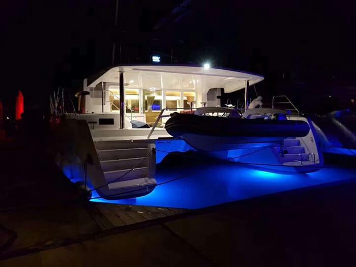 Catamaran Blue Moon - underwater led lights
