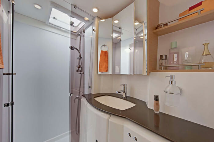 Catamaran GB Odyssey - guest bathroom