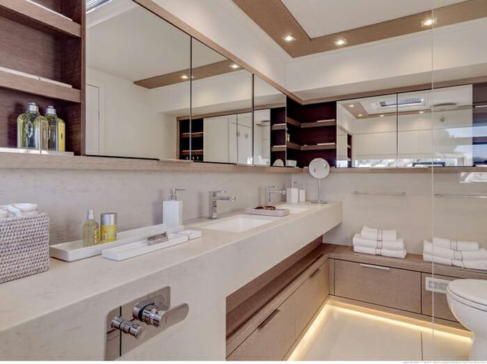Catamaran Joy - master bathroom