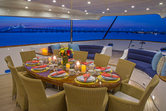 Clarity 160 Deck Dining