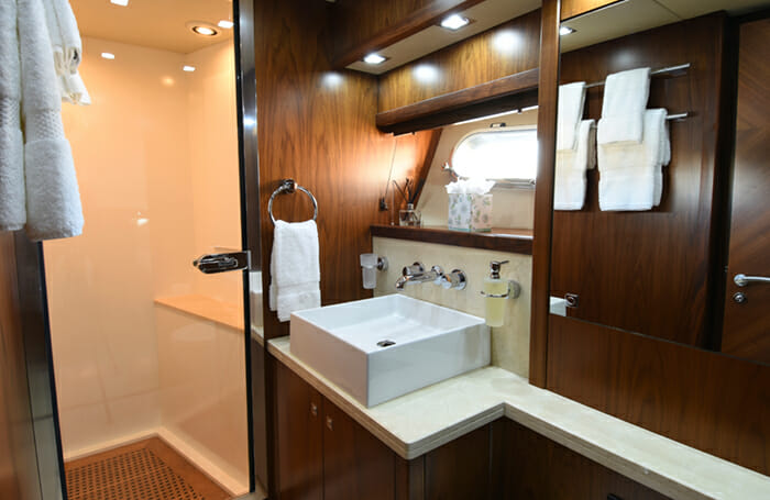 Double D Twin Bathroom