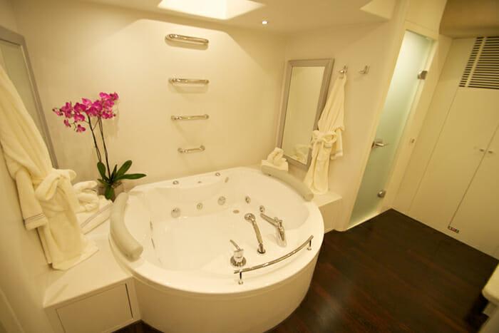 GEMS Master Bathroom Jacuzzi