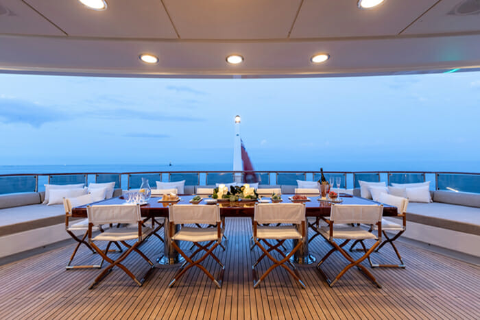 Helios 193 Bridge Deck Dining