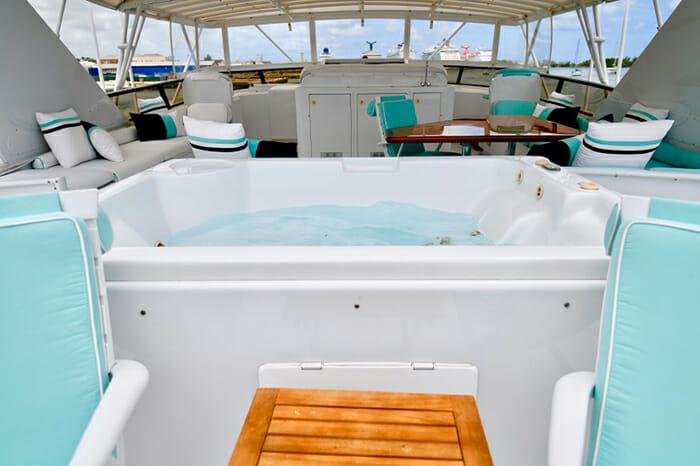 Impulse Yacht Flybridge Jacuzzi