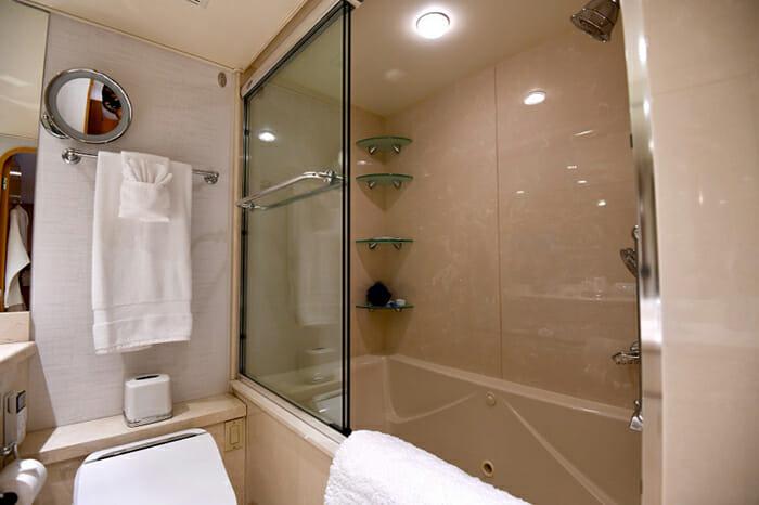 Impulse Yacht Master Bathroom