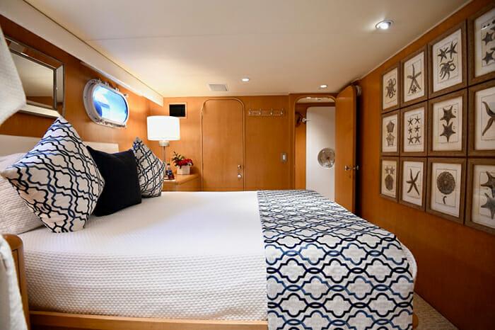 Impulse Yacht Queen Stateroom