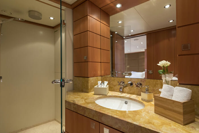 L'Equinox Double Bathroom 2