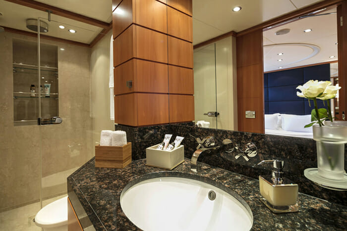 L'Equinox Double Bathroom