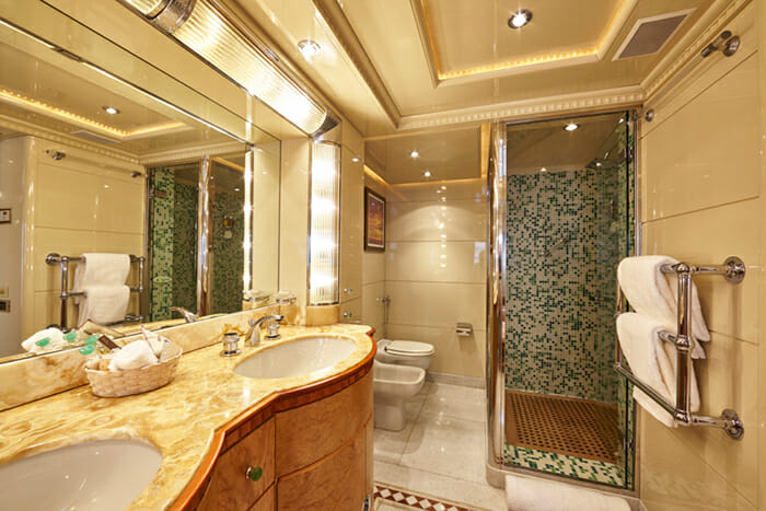 Lady Ellen II Guest Bathroom