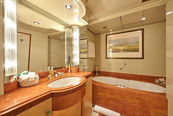 Lady Ellen II VIP Bathroom