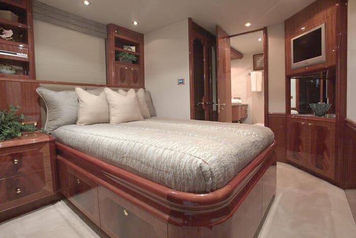Le Reve Queen Cabin 2