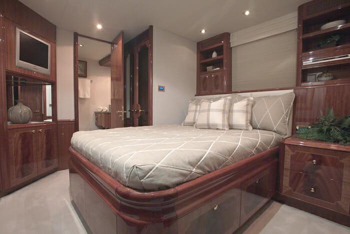 Le Reve Queen Cabin 1