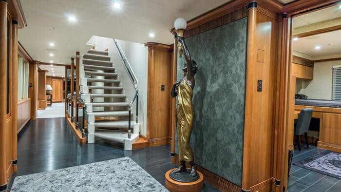 Loon Foyer