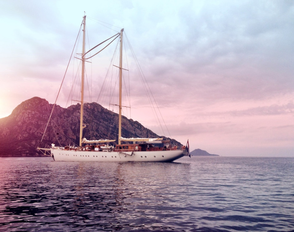 Corsica coast - Luxury motor Yacht Charter