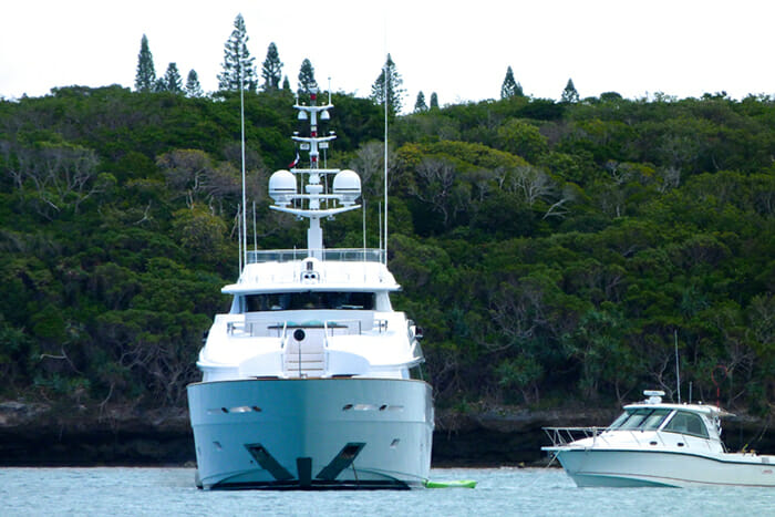 MASTEKA 2 and Boston Whaler 345 Conquest in New Caledonia