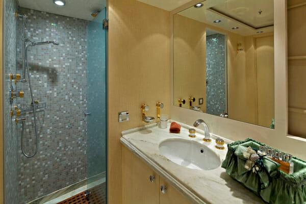 Mia Rama Twin Bathroom