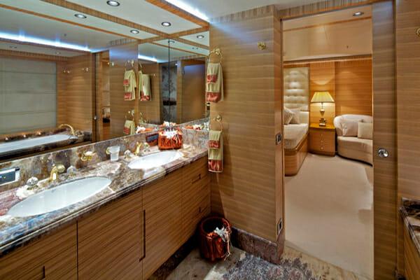 Mia Rama VIP Bathroom