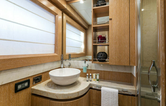Mythos Twin Bathroom