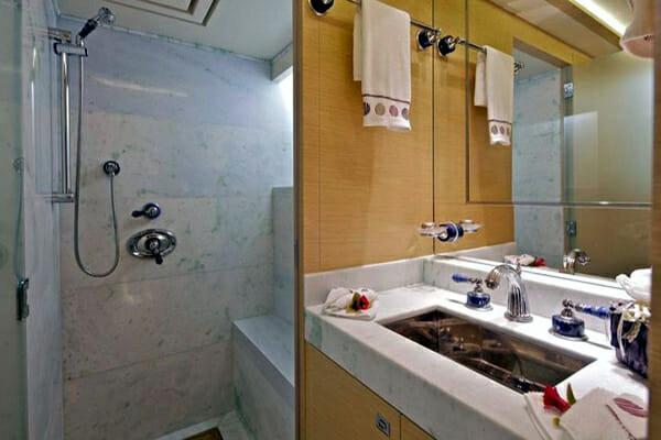 O'Pati Twin Bathroom