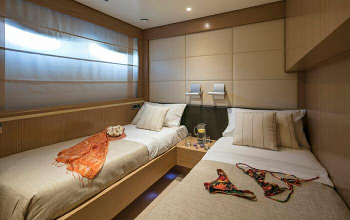 Rini V Twin Cabin