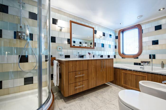 Sherakhan Guest Double Bathroom