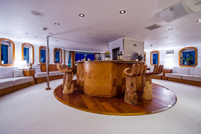 Sherakhan Upper Salon Bar