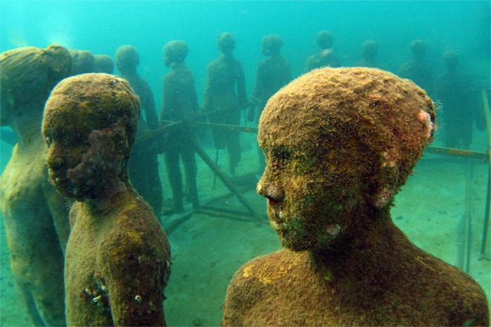 Underwater sculpture park in Grenada