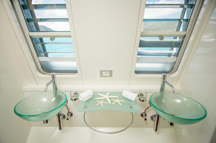 Yacht Bella Vita Master bath