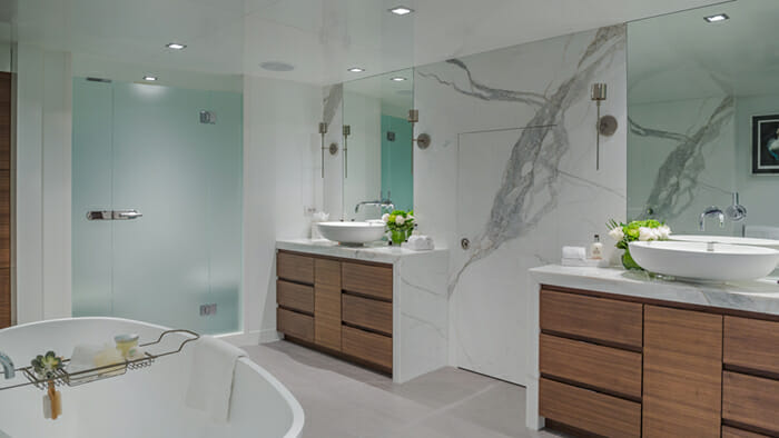 acht Big Sky Master Bathroom