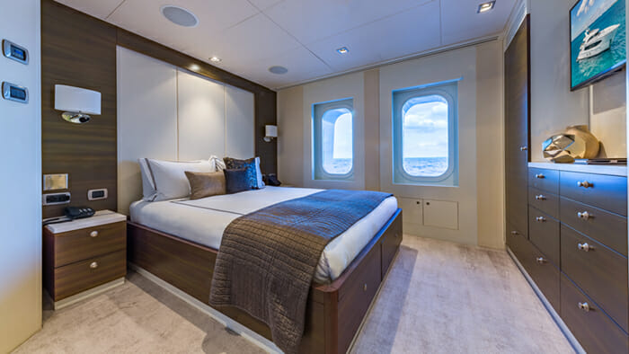 Yacht Big Sky Queen Cabin 2
