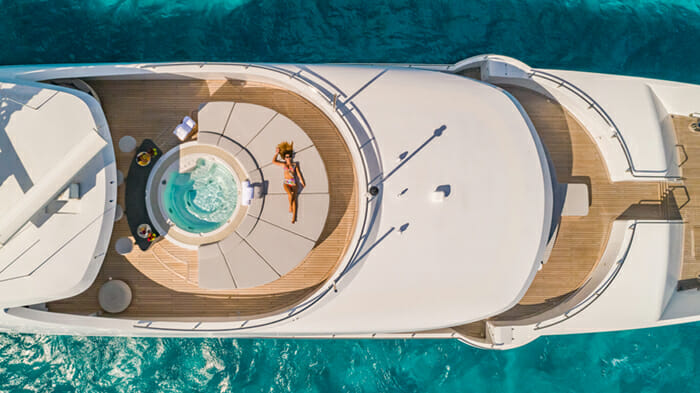 Yacht Big Sky Sundeck Forward