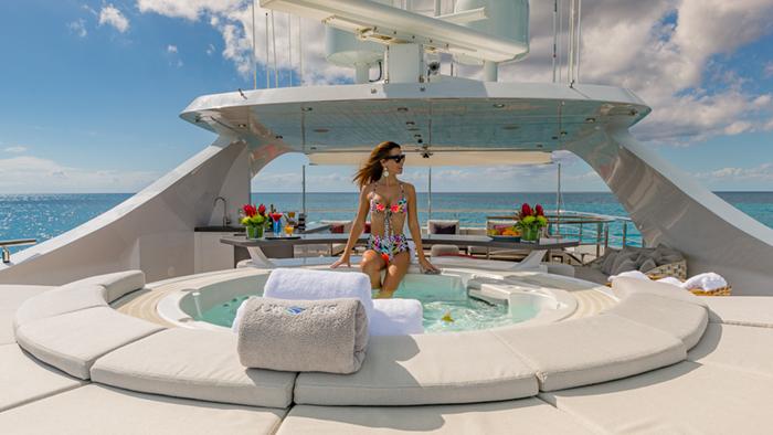 Yacht Big Sky Sundeck Jacuzzi