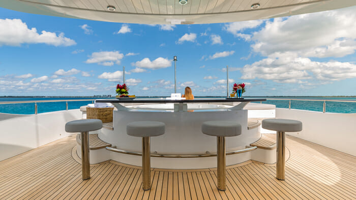Yacht Big Sky Sundeck Jacuzzi Bar