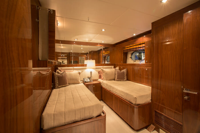 Yacht Carbon Copy Twin stateroom