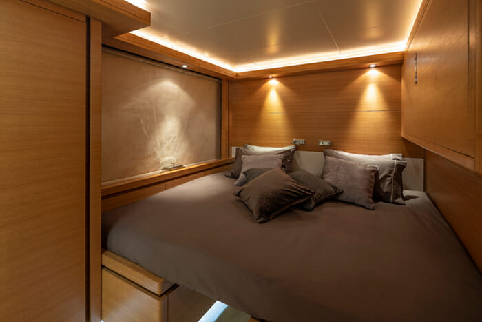 Yacht Celia convertible twin cabin made into double