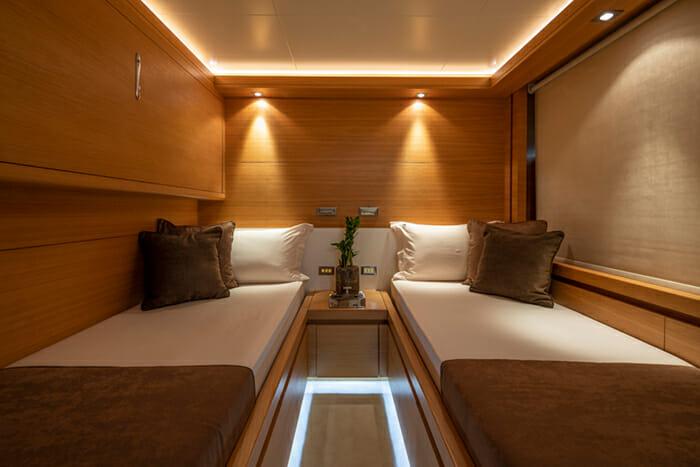 Yacht Celia convertible twin cabin