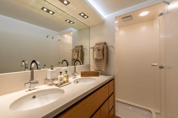 Yacht Celia guest bathroom