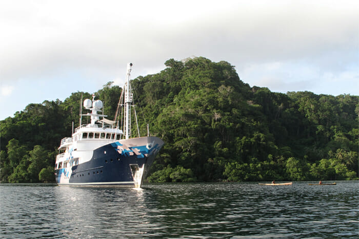 Yacht Dardanella front view
