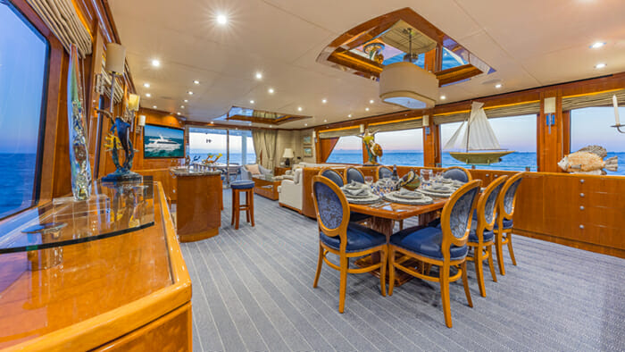 Yacht High Rise dining