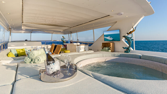 Yacht High Rise jacuzzi
